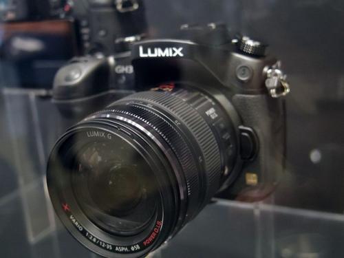 パナソニック、日本未発売モデルLUMIX DMC-GH3を展示【CEATEC JAPAN 2012】