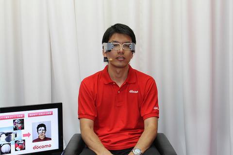 【CEATEC JAPAN 2012】NTTドコモブース、手ぶらでテレビ電話ができる「ハンズフリービデオフォン」を参考出展