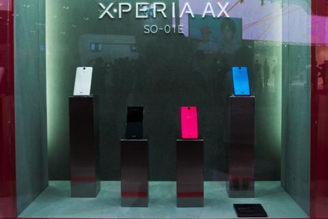 【CEATEC JAPAN 2012】NTTドコモブース、最新Xperiaシリーズの冬モデル「Xperia AX SO-01E」を先行展示!カラバリは4色展開
