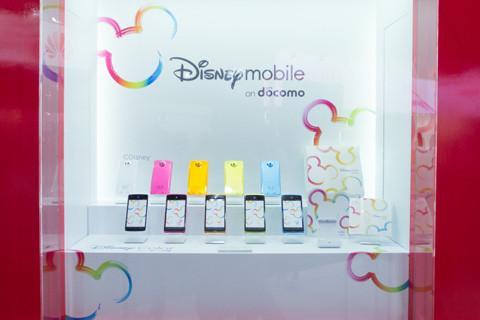 【CEATEC JAPAN 2012】NTTドコモブース、カラフルなDisney Colorをまとった「Disney Mobile on docomo N-03E」を先行展示!