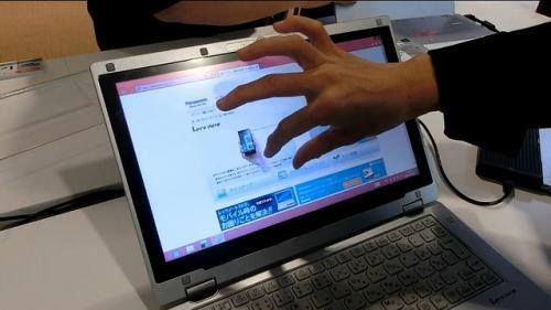 タッチ液晶だからWindows 8も簡単操作【動画で見る新型Let′snote AXシリーズ】