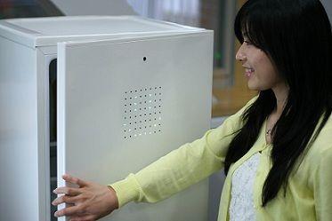 グッドデザイン賞ベスト100を受賞!ソニーが開発した「笑わないと開かない冷蔵庫」とは?