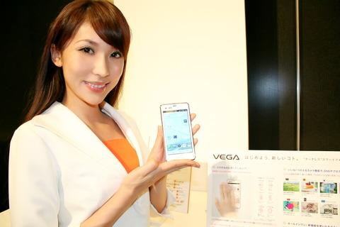 タッチパネルでタッチレスというまさかの発想!パンテックのau向けハイスペックスマートフォン「VEGA PTL21」を写真と動画でチェック【レポート】