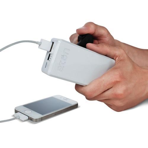 イザとなったら手動発電! 手動で充電できる発電機内蔵のモバイルバッテリー