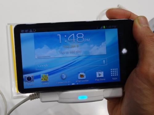 デジカメスマホのGalaxy Camera  スマート化はコンデジのひとつの方向性! 【デジ通】
