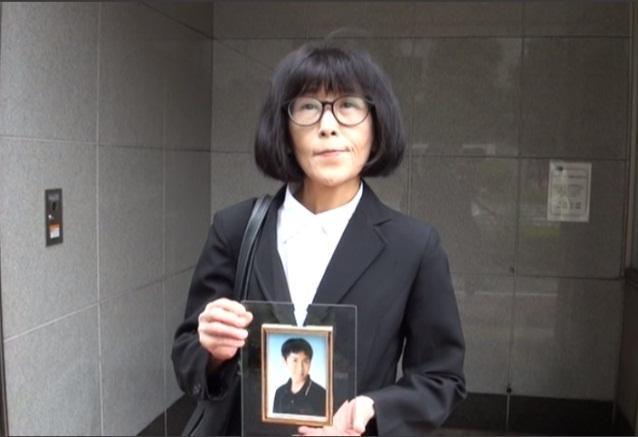 ホームで転落死した大学職員・原田信助さんの母親