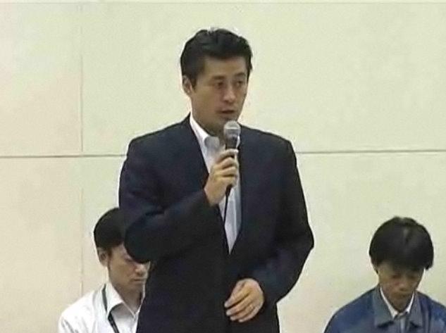 政府・東京電力統合対策室の合同記者会見で質問に答える細野豪志首相補佐官