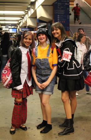 ガール・デュ・ノール駅で出会った3人組。左からサナ(14歳)、ジュリー(19歳)、アニッサ(18歳)