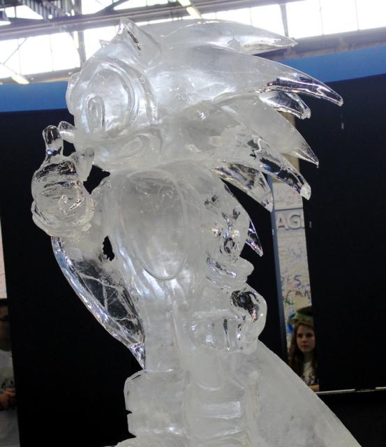 20周年を迎えたソニック・ザ・ヘッジホッグの氷像