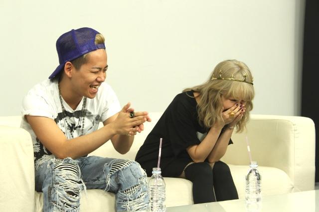 ニコニコ生放送に出演した加藤ミリヤさんと清水翔太さん