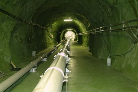 東京大学宇宙線研究所の神岡宇宙素粒子研究施設(岐阜県飛騨市)に設置された重力波アンテナの原型機