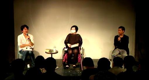 作家の大野更紗氏(写真中央)と星野智幸氏(右)