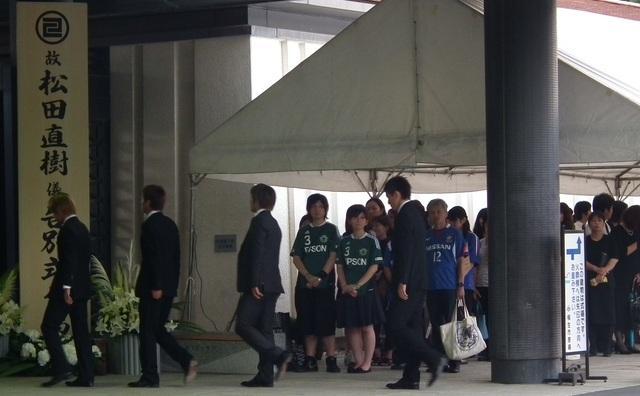サッカー元日本代表・松田選手の通夜には約1800人が弔問に訪れた