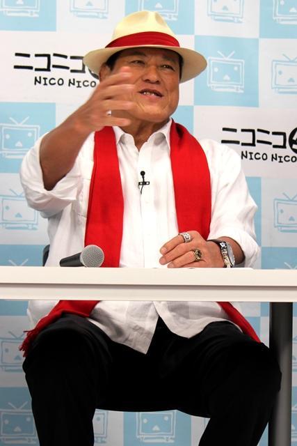 会見でのアントニオ猪木氏