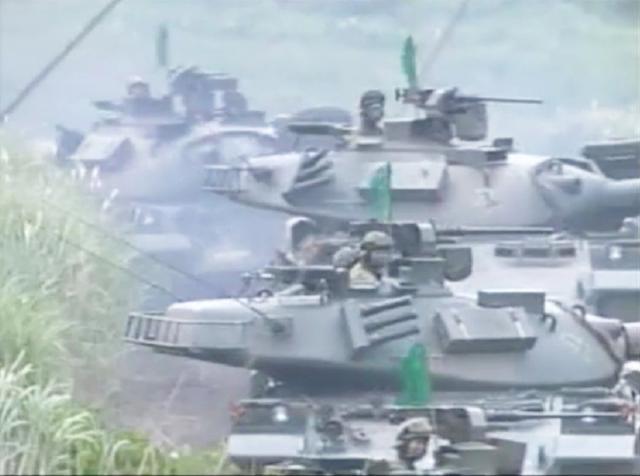 「戦果拡張」に移行する戦車群