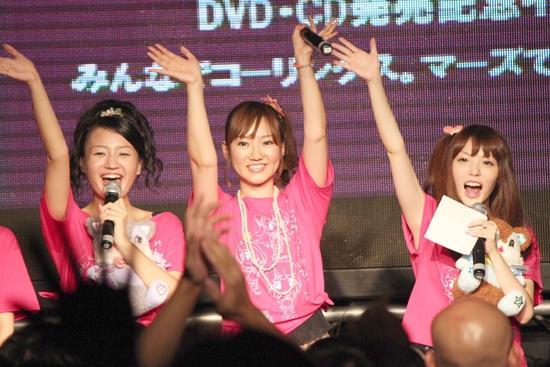 左から片岡あづささん、阿澄佳奈さん、原紗友里さん