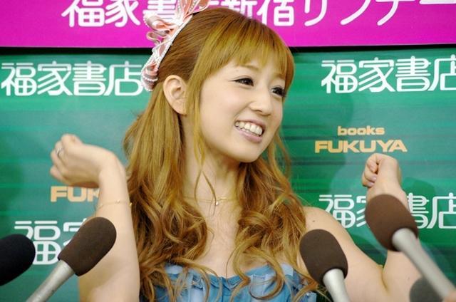 自身最後のグラビア写真集を発売した小倉優子さん