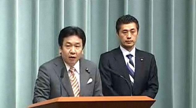 枝野幸男経済産業相(左)と細野豪志原発担当相