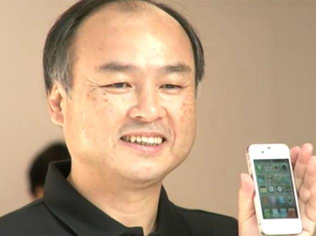 「iPhone4S」発売イベントに出席したソフトバンクの孫正義社長