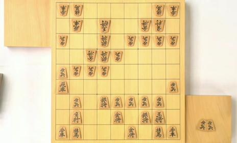 「将棋電王戦」第1回戦、13時昼食休憩時点