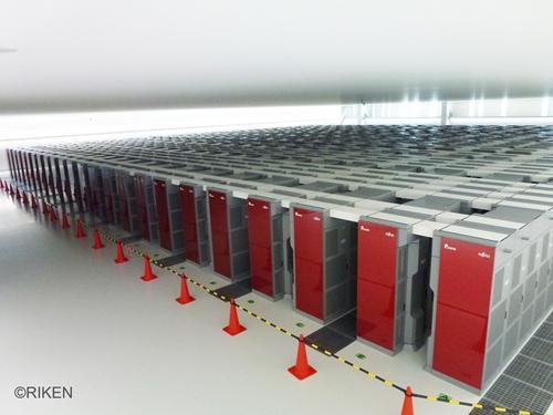 スーパーコンピュータ「京」 提供:(独)理化学研究所