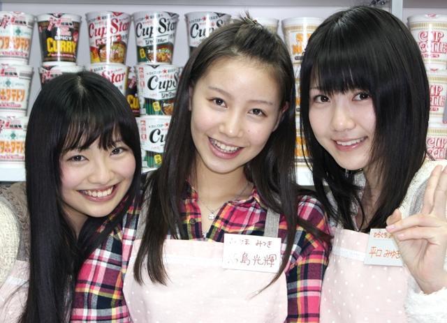 君島さん(中央)を始めとするアイドルたち