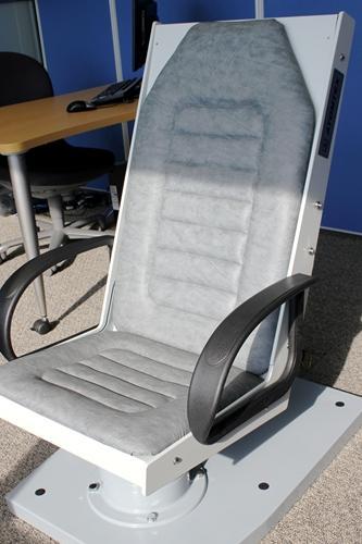 内部被ばくの検査に用いる椅子型のマシン。600万円