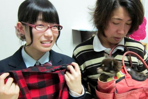 岩手県陸前高田市の高校生の福田順美さん(左)と母の操さん