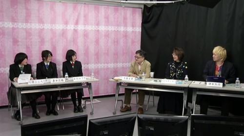 左から、有田工業高校デザイン科3年(番組出演当時)・川添こころさん、島田花穂さん、田中みづきさん、毎日新聞論説副委員長の与良正男さん、「サステナ」代表のマエキタミヤコさん、メディア・アクティビストの津田大介さん