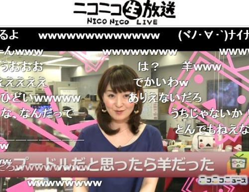 ニュースを読み上げる吉野智子キャスター