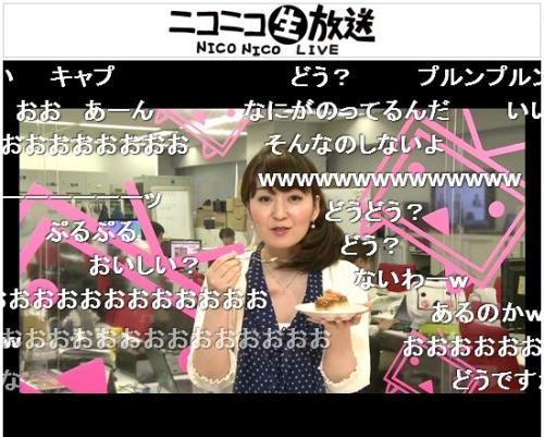 「男のプッチンプリン」を試食する吉野智子キャスター