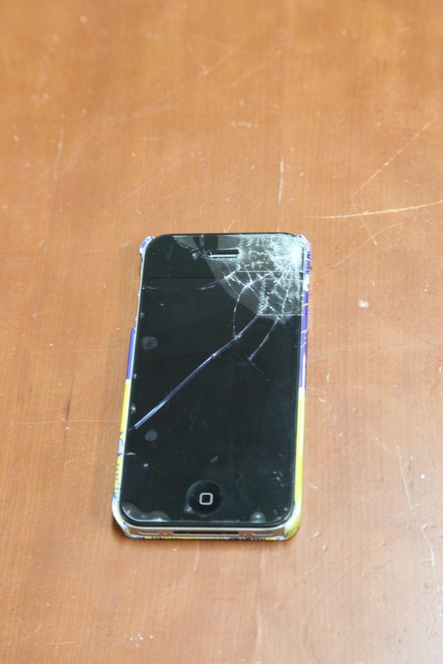 壊れたiPhone4