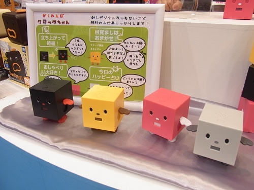 【東京おもちゃショー2012】小さくなって立ち上がれるようになった『クロックマン』の新製品『かくれんぼクロックちゃん』