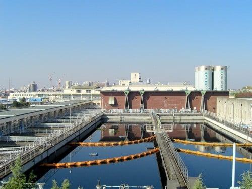 wikipedia:Kanamachi-water purification plant.JPGより