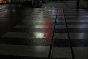 夜の濡れた路面