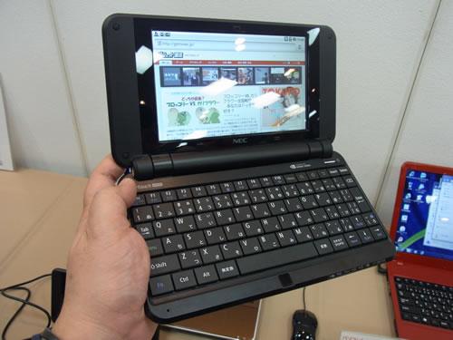 """3月10日発売 フルキーボードとAndroid 2.2を搭載するNECの""""スマートブック""""『LifeTouch NOTE』駆け足レビュー"""