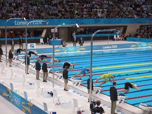 女子100メートル平泳ぎの準決勝