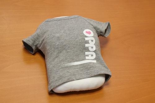 Tシャツには「OPPAI」の文字が