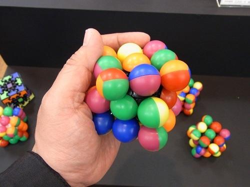 【タカラトミー商談会】メファート教授の新作パズルは触って気持ちいい『マーブルキューブ』