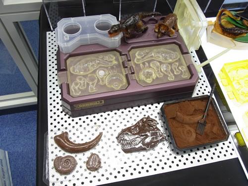 ティラノサウルスやトリケラトプスが作れて、グミ以外のお菓子でも遊べるセット『グミックス イマジネーション』