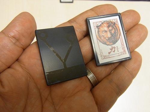 カードの裏に導電性インクでパターンが