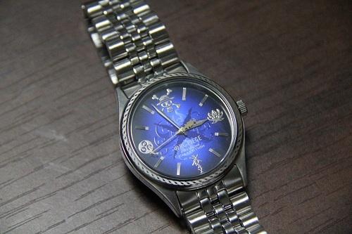 ブルーが印象的な高級感あるデザイン