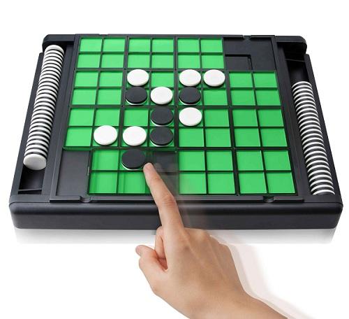 『~盤が動けばゲームも動く~オセロ・革命』メガハウス
