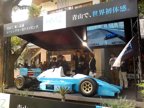 神宮外苑前にレーシングカー出現!