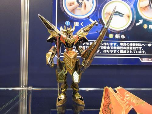 中華ガンダムの次はこれ? 韓国からド派手なペーパークラフトロボット『PABOT(ペーボット)』が日本上陸