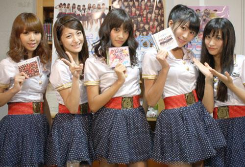 ぱすぽ☆ (写真左から)岩村捺未さん、佐久間夏帆さん、安斉奈緒美さん、藤本有紀美さん、根岸愛さん
