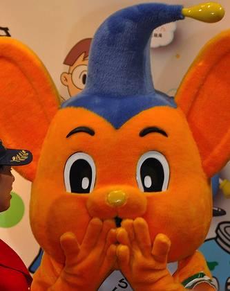 撮影:kanegenさん「ピーポくん(東京国際アニメフェア)」 http://www.flickr.com/photos/kanegen/3379228848/
