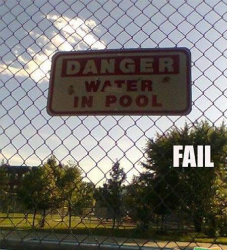 矛盾ばかりな世界の標識/ルールを守るのも楽じゃない?