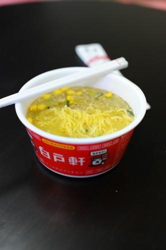 透明な塩味スープに野菜中心のヘルシーな具材