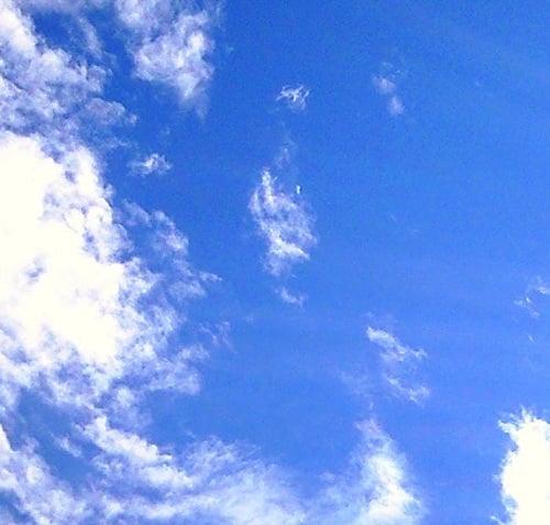 「なぜ空は青いのか?」親を困らせる質問ベスト10発表